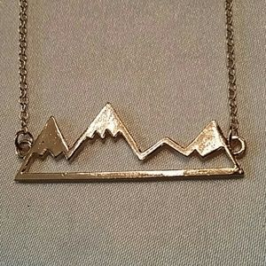 SNOW MOUNTAIN NECKLACE PEAKS GOLD ALLOY